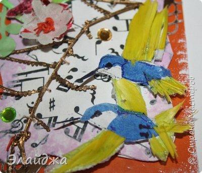 Мой большой долгострой.  Птички  то-ли колибри..то-ли просто райские... Долго их делала. Сначали все мелкие детальки вырезала из цветной папиросной бумаги, клеила..откладывала... но мне все не нравилось. Потом решила не мудрить и вырезать  крылышки и хвостики из цветных перышек. Каждой птичке по цветному перу!  Все цветочки объемные и украшены  стразиками и блестящим глитером. Листики прошиты вручную , к основе  блестяший зеленый фатин ( или как то этот странный материал называется) Веточка золоченая приехала со мной из Польши, там перед костелом их  под НГ раздавали . Так что сборная композиция  .Если моим кредиторам понравится-буду рада.   фото 12