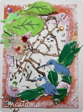 Мой большой долгострой.  Птички  то-ли колибри..то-ли просто райские... Долго их делала. Сначали все мелкие детальки вырезала из цветной папиросной бумаги, клеила..откладывала... но мне все не нравилось. Потом решила не мудрить и вырезать  крылышки и хвостики из цветных перышек. Каждой птичке по цветному перу!  Все цветочки объемные и украшены  стразиками и блестящим глитером. Листики прошиты вручную , к основе  блестяший зеленый фатин ( или как то этот странный материал называется) Веточка золоченая приехала со мной из Польши, там перед костелом их  под НГ раздавали . Так что сборная композиция  .Если моим кредиторам понравится-буду рада.   фото 6
