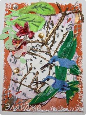 Мой большой долгострой.  Птички  то-ли колибри..то-ли просто райские... Долго их делала. Сначали все мелкие детальки вырезала из цветной папиросной бумаги, клеила..откладывала... но мне все не нравилось. Потом решила не мудрить и вырезать  крылышки и хвостики из цветных перышек. Каждой птичке по цветному перу!  Все цветочки объемные и украшены  стразиками и блестящим глитером. Листики прошиты вручную , к основе  блестяший зеленый фатин ( или как то этот странный материал называется) Веточка золоченая приехала со мной из Польши, там перед костелом их  под НГ раздавали . Так что сборная композиция  .Если моим кредиторам понравится-буду рада.   фото 8