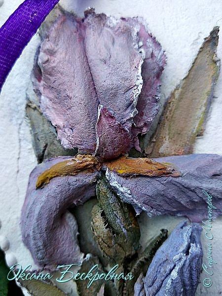 В этом посте покажу все ирисы,сделанные за период моего творческого пути. А это около 5 месяцев не регулярных занятий. Стала изучать ирисы в природе. Оказывается очень красивый цветок. Столько разновидностей и такая обширная цветовая палитра. Влюбилась в ирисы ещё больше, чем раньше.  Панно с ирисами. Высота 29 см,ширина 16,5 см. фото 16