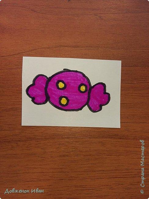 Карточки сделаны на 2 варианта их использования.   1. Для раннего развития детей. Предназначены для детей от 2,5 до 4 лет ( 5 лет ).  Суть карточек такая . Показываем ребёнку карточку, спрашиваем у него, что нарисовано, для чего это (предназначение). И расспрашиваем про цвета.    2. На день рождения.  Кладём карточки веером  на изнаночную сторону . И каждый гость приглашённый на день рождения будет, вытаскивать карточку .  Например : Карточка - конфетка , затем идёт пожелание, желает имениннице побольше сладостей в жизни и ...... ...................... И так следующий гость делает.  фото 13
