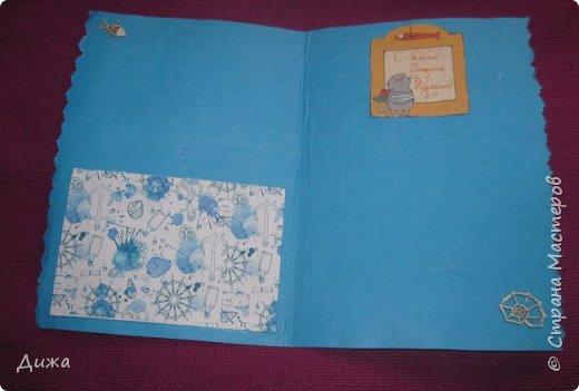 Всем приветик! И снова мы уезжали... Продолжаю показывать свои открытки :-)  Сегодня хочу вам показать двадцать третью открытку, которую я сделала для одноклассника. Он тоже любит всё морское :-) Фон нарисовала акварельными красками, приклеила нарисованные карандашами рыбки. Из бумажной салфетки смастерила водоросли.  После того как открытку сделала, решила создать и серию АТС  карточек вот здесь https://stranamasterov.ru/node/1145535. фото 7