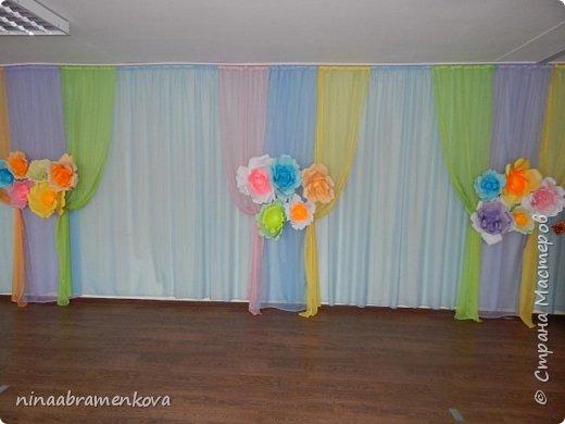 Оформление зала к празднику  8 марта. Центральная стена. фото 2