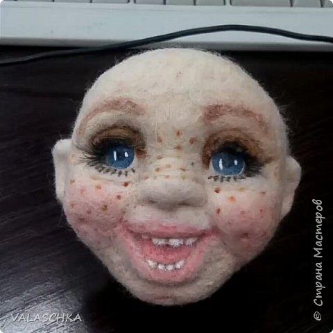 Такая куколка у меня появилась зимой. Крепление на шарнирах, вся одежда сшита мной вручную. фото 2