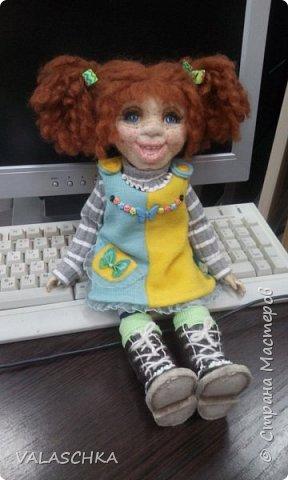 Такая куколка у меня появилась зимой. Крепление на шарнирах, вся одежда сшита мной вручную. фото 11