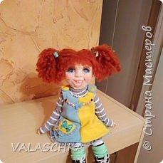 Такая куколка у меня появилась зимой. Крепление на шарнирах, вся одежда сшита мной вручную. фото 8