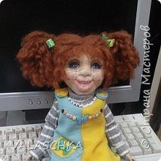 Такая куколка у меня появилась зимой. Крепление на шарнирах, вся одежда сшита мной вручную. фото 1