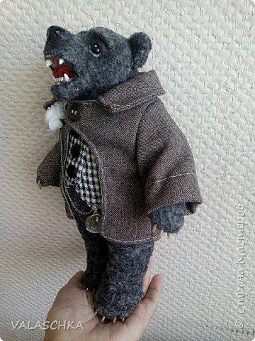 Представляю Вам моего первого сшитого мишку. Вся одежда тоже сшита вручную. фото 7