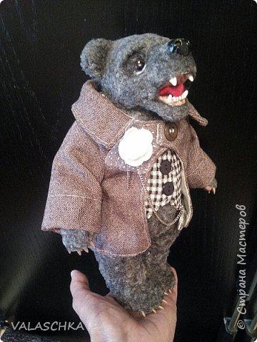 Представляю Вам моего первого сшитого мишку. Вся одежда тоже сшита вручную. фото 5