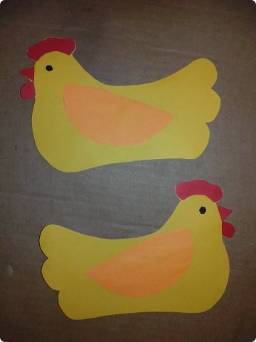 Эти курочки-корзинки я делала на Пасху детям, которые приходили к нам в гости. В середину клала крашеное яичко и конфеты. но вы можете положить что угодно. фото 4