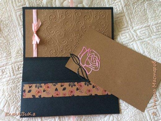 """Привет всем!  Первый раз делала открытку не для кого-то определенного, а потому, что очень захотелось что-то сделать с этой бумагой ) - розочки с фольгированными элементами ! Основа открытки графитовая, почти чёрная , - это бумага для пастели, очень хорошо подошла к тону листьев. А вот с розовым я помучилась: в розах два тона розового, выбрала светлый и, похоже, зря. Наверное, нужно было ориентироваться на цвет надписи, но я побоялась, что лента её """"забьёт""""  фото 3"""