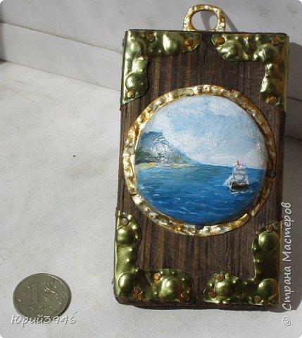 Море. Маленькое панно, с росписью по металлу. Размер картинки в центре - 5 см. Общий размер 5,5 х 9 х 2,5 см фото 1