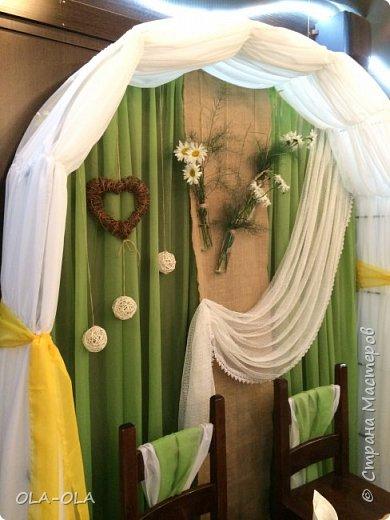 А я с ромашками к вам и со своим счастьем! Сын женился!!! Цвета для свадьбы выбрали самые яркие и самые летние-зелёный и жёлтый, ну и конечно же ромашки! Много ромашек!Чуть-чуть мешковины и пеньков со спилами))  фото 2