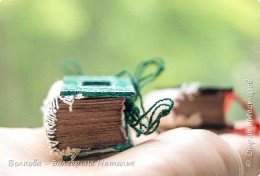 Третья серия из темы блокнотных миниатюр. Себя я тоже не обделила:) Как же без сувенира с изображением Тимофея, он же главный мой вдохновитель. фото 15