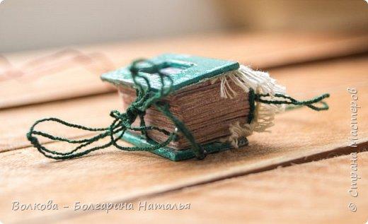 Третья серия из темы блокнотных миниатюр. Себя я тоже не обделила:) Как же без сувенира с изображением Тимофея, он же главный мой вдохновитель. фото 5