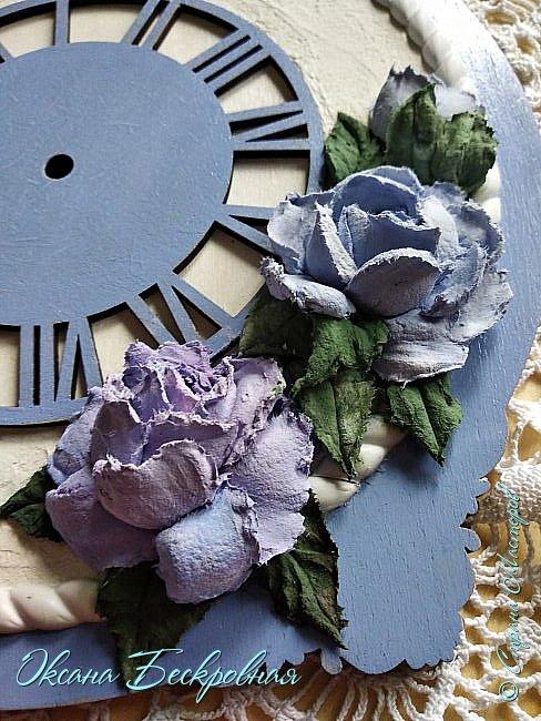 Всем привет! Сегодня выставляю розы,которые в предыдущем посте не уместились))  Техника скульптурная живопись. Т.е. рисование декоративной штукатуркой при помощи мастихина. Часы диаметр 25 см фото 2