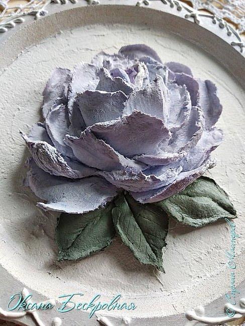 Всем привет! Сегодня выставляю розы,которые в предыдущем посте не уместились))  Техника скульптурная живопись. Т.е. рисование декоративной штукатуркой при помощи мастихина. Часы диаметр 25 см фото 9