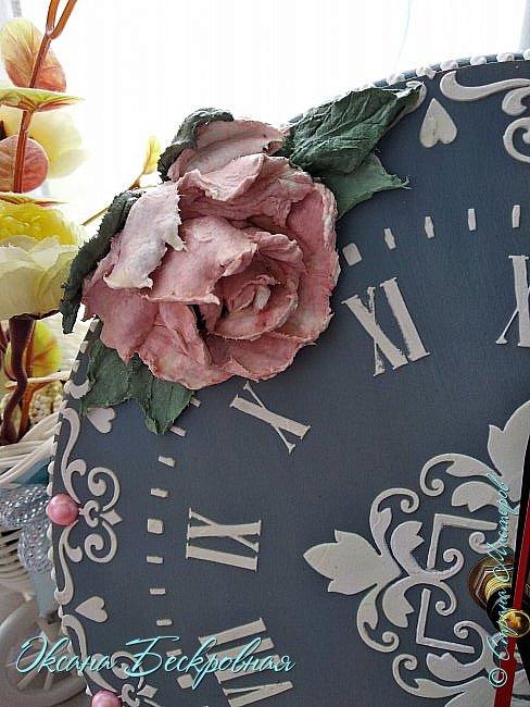 Всем привет! Сегодня выставляю розы,которые в предыдущем посте не уместились))  Техника скульптурная живопись. Т.е. рисование декоративной штукатуркой при помощи мастихина. Часы диаметр 25 см фото 4