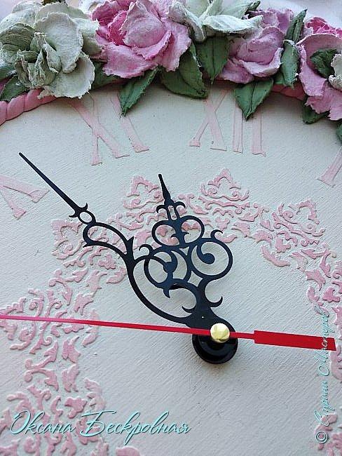 Всем привет! Сегодня выставляю розы,которые в предыдущем посте не уместились))  Техника скульптурная живопись. Т.е. рисование декоративной штукатуркой при помощи мастихина. Часы диаметр 25 см фото 14