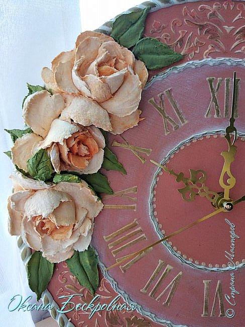 Всем привет! Сегодня выставляю розы,которые в предыдущем посте не уместились))  Техника скульптурная живопись. Т.е. рисование декоративной штукатуркой при помощи мастихина. Часы диаметр 25 см фото 17