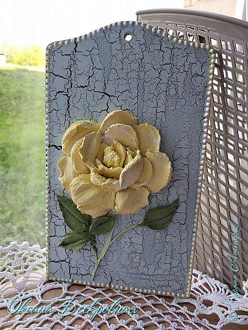 Всем привет! Сегодня выставляю розы,которые в предыдущем посте не уместились))  Техника скульптурная живопись. Т.е. рисование декоративной штукатуркой при помощи мастихина. Часы диаметр 25 см фото 21