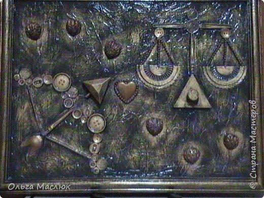 Эта работа была сделана по заказу семейной пары ( он - стрелец, она - весы). Нашлись даже монетки с их годами рождения.