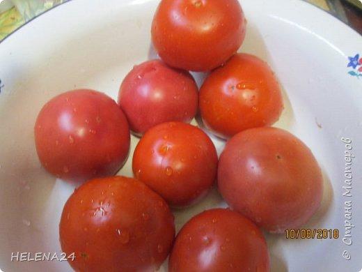 Всем здравствуйте!Сегодня закатывала помидоры и вот какая незадача ,как часто бывает у же в процессе закладки обнаруживаешь не замеченную раньше не кондицию . фото 2