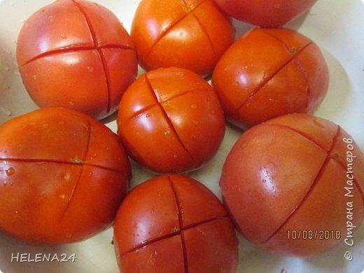 Всем здравствуйте!Сегодня закатывала помидоры и вот какая незадача ,как часто бывает у же в процессе закладки обнаруживаешь не замеченную раньше не кондицию . фото 3