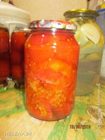 Всем здравствуйте!Сегодня закатывала помидоры и вот какая незадача ,как часто бывает у же в процессе закладки обнаруживаешь не замеченную раньше не кондицию . фото 1