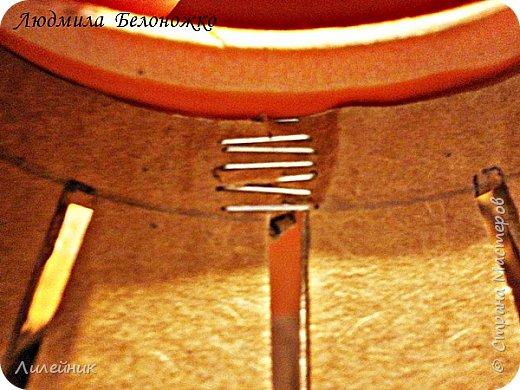 Продолжаю МК картонной основы для вазы.Часть 1 https://stranamasterov.ru/node/1151452. Преступаем к самому сложному к фиксирующим кругам, их будет 3 шт. Берем картон 0.2 мм, циркуль и на картоне рисуем три круга; первый-диаметром 11 см (диаметр трубы), второй- 13 см, третий диаметром 21 см.  Через центр круга проводим прямую линию (диаметр круга). Вырезаем внутри диаметр 11 см, и по наружи диаметра 21 см. Картонок 3 шт. фото 13