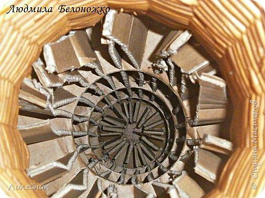 Продолжаю МК картонной основы для вазы.Часть 1 https://stranamasterov.ru/node/1151452. Преступаем к самому сложному к фиксирующим кругам, их будет 3 шт. Берем картон 0.2 мм, циркуль и на картоне рисуем три круга; первый-диаметром 11 см (диаметр трубы), второй- 13 см, третий диаметром 21 см.  Через центр круга проводим прямую линию (диаметр круга). Вырезаем внутри диаметр 11 см, и по наружи диаметра 21 см. Картонок 3 шт. фото 22