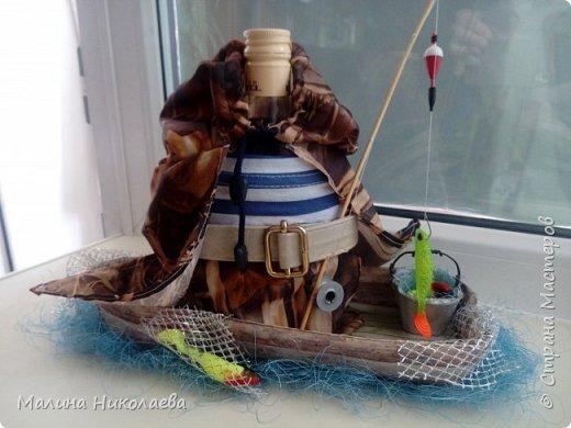Вот такой рыбак получился у меня. Сидит и рыбачит в плаще) фото 1
