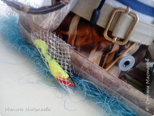 Вот такой рыбак получился у меня. Сидит и рыбачит в плаще) фото 6