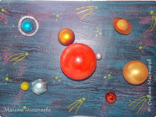 Делали объемную солнечную систему в начальную школу сыну, когда он учился еще в 3 классе. Сейчас он у нас семиклассник) Использовали рекламный щит с подножкой. фото 1