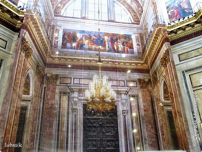 Продолжаю экскурсию по Любимому мной Питеру. Сегодня мы посетим с вами Исаакиевский собор - самый, пожалуй, известный и крупный храм Петербурга. Он поражает своим великолепием и роскошеством как снаружи, так и внутри. До нынешнего лета я была в соборе в 1979 году, но, как оказалось, не очень много запомнила, единственное моё впечатление осталось, что там очень красиво. Да ещё помню маятник Фуко. Он был установлен в 1931 году советской властью как научный прибор с целью доказательства факта, что Земля вращается вокруг своей оси. Маятник был демонтирован в 1986 году. Здание Исаакиевского собора, которым мы можем любоваться сейчас - четвёртое по счёту. фото 39