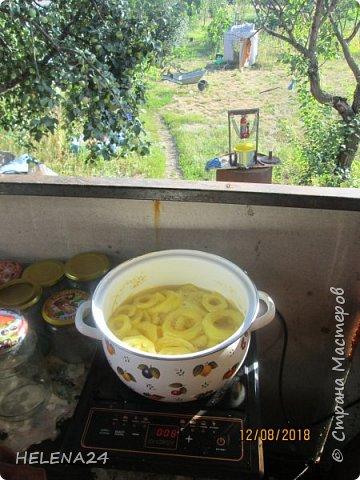 Я сегодня опять с отчётом о закрутках .Далала кабачки под ананасы ,делюсь .Нам потребуются кабачки 2кг-чищенные уже,сок ананасовый 1л,лимонка-1чай.ложка,сахар -250гр,ваниль -щепотка. фото 6