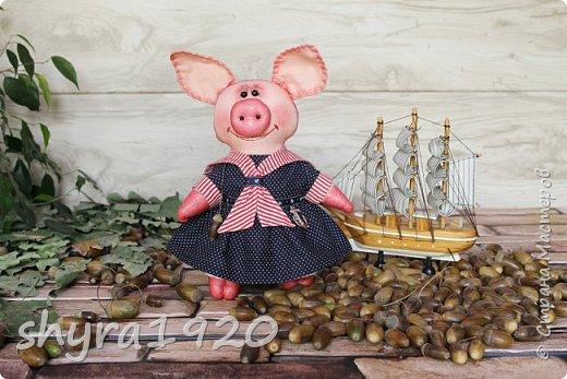 """Сказала борову свинья: """"Очень уж устала я. У меня один каприз - Хочу я на море, в круиз. К солнцу, к пальмам, на юга Уезжаю. Всем пока!""""  Автор: Карина Арнестина  фото 1"""
