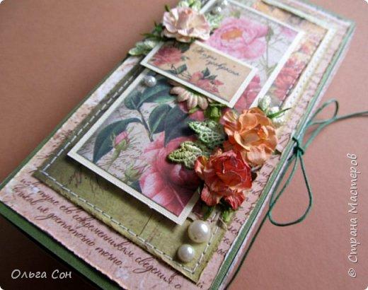 и ещё одна шоколадница летней тематики, тут всё как обычно- цветы, листики, прошивка. на этот раз немного приукрасила полубусинами и листики взяла из шитья (подкрасила акварелью) фото 2