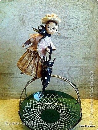 Мэри Поппинс одна из моих любимых героинь. Всем привет дорогие Мастерицы и Мастера! И вот она опять вернулась - Ура! Тысщу лет Земля вращается на кругах своя.... Куколка около 13 см. По старинной технологии - вата и клейстер. Зонтик - фольга, вата и клейстер. фото 1