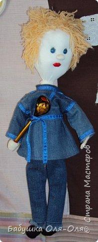 Давно уже сшила куклу по имени Антошка. Кукла участвовала в выставке в детском саду.  Рост куклы 30 см. Использовала колготочную технику.