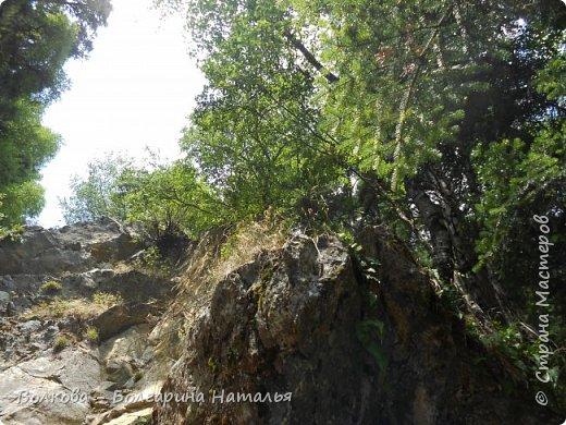 Прошёл почти ровно год с того дня, а такое впечатление, что это было вчера. Неописуемой красоты природа Архыза, Белые водопады, пушистые горы, на которые можно смотреть бесконечно. Я почему-то была уверена и ожидала увидеть скалистые голые горы. Наверное насмотрелась в своё время на фотографии Пятигорска, поэтому представляла увидеть нечто подобное. До сих пор не верится, что можно было смело пить воду, что бежала под ногами, и не бояться за последствия. фото 47