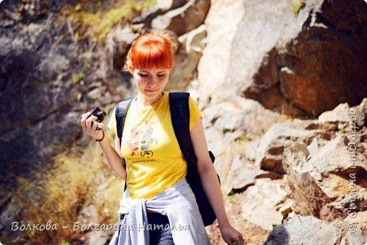 Прошёл почти ровно год с того дня, а такое впечатление, что это было вчера. Неописуемой красоты природа Архыза, Белые водопады, пушистые горы, на которые можно смотреть бесконечно. Я почему-то была уверена и ожидала увидеть скалистые голые горы. Наверное насмотрелась в своё время на фотографии Пятигорска, поэтому представляла увидеть нечто подобное. До сих пор не верится, что можно было смело пить воду, что бежала под ногами, и не бояться за последствия. фото 50