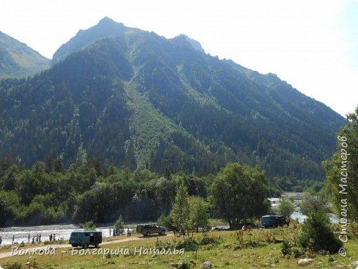 Прошёл почти ровно год с того дня, а такое впечатление, что это было вчера. Неописуемой красоты природа Архыза, Белые водопады, пушистые горы, на которые можно смотреть бесконечно. Я почему-то была уверена и ожидала увидеть скалистые голые горы. Наверное насмотрелась в своё время на фотографии Пятигорска, поэтому представляла увидеть нечто подобное. До сих пор не верится, что можно было смело пить воду, что бежала под ногами, и не бояться за последствия. фото 10