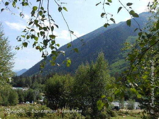 Прошёл почти ровно год с того дня, а такое впечатление, что это было вчера. Неописуемой красоты природа Архыза, Белые водопады, пушистые горы, на которые можно смотреть бесконечно. Я почему-то была уверена и ожидала увидеть скалистые голые горы. Наверное насмотрелась в своё время на фотографии Пятигорска, поэтому представляла увидеть нечто подобное. До сих пор не верится, что можно было смело пить воду, что бежала под ногами, и не бояться за последствия. фото 17