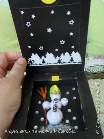 Набралось у меня несколько коробочек из под щоколада, а внутренний хомяк не давал выкинуть такую интересную маленькую вещичку. Первое , что пришло в голову. это сделать новогодние подарочки соседкам:) . фото 11