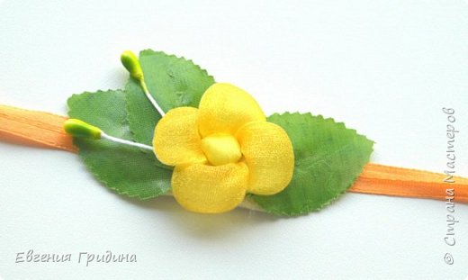 Ободок с пышными цветами. Основа для ободка пластиковая, искусственные цветы и листья (брала те которые можно стирать), пестики и тычинки :) Все закрепляла на клей. фото 5