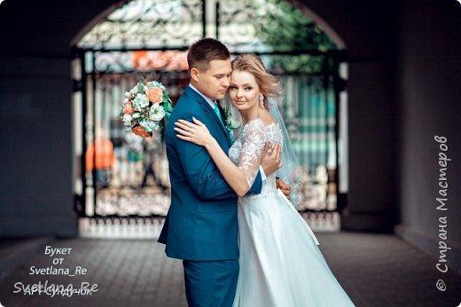 Для одной очаровательной невесты сделала букет. Свадьба была в цвете тиффани. Букет полностью из фоамирана - зелень, цветы, ягоды, тычинки....все))  В живую смотрится как настоящий. По словам невесты, никто на свадьбе так и не поняла, что букет рукотворный.  Диаметр шапочки примерно 25-30 см  фото 10