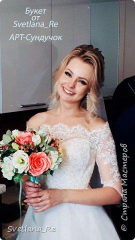 Для одной очаровательной невесты сделала букет. Свадьба была в цвете тиффани. Букет полностью из фоамирана - зелень, цветы, ягоды, тычинки....все))  В живую смотрится как настоящий. По словам невесты, никто на свадьбе так и не поняла, что букет рукотворный.  Диаметр шапочки примерно 25-30 см  фото 12