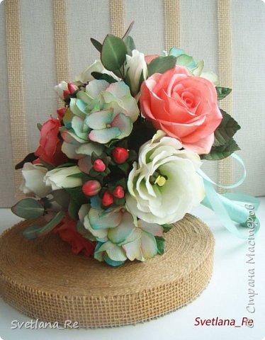 Для одной очаровательной невесты сделала букет. Свадьба была в цвете тиффани. Букет полностью из фоамирана - зелень, цветы, ягоды, тычинки....все))  В живую смотрится как настоящий. По словам невесты, никто на свадьбе так и не поняла, что букет рукотворный.  Диаметр шапочки примерно 25-30 см  фото 5
