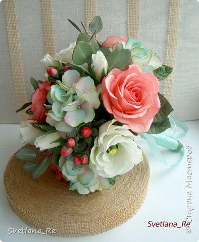 Для одной очаровательной невесты сделала букет. Свадьба была в цвете тиффани. Букет полностью из фоамирана - зелень, цветы, ягоды, тычинки....все))  В живую смотрится как настоящий. По словам невесты, никто на свадьбе так и не поняла, что букет рукотворный.  Диаметр шапочки примерно 25-30 см  фото 7